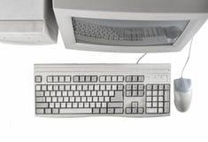 Retro stacjonarny komputer odizolowywający na białym tło monitorze, system jednostka, komputerowa mysz Przestarzałe technologie,  obrazy royalty free