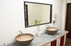 Retro stanza e decorazione del bagno in hotel Fotografie Stock Libere da Diritti