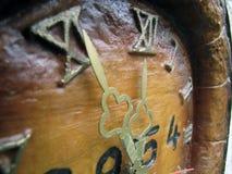 Retro stary drewniany zegarowy szczegół Zdjęcia Royalty Free