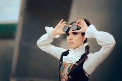 Retro Steampunk ritratto futuristico della donna di cosplay di Sci Fi Immagini Stock