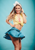 Retro stift upp flickasamtal Fotografering för Bildbyråer