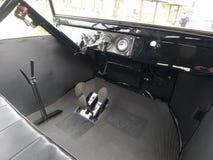 Retro stijl binnen mening van zwart Ford T in Lima stock afbeelding