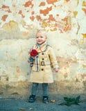 Retro stijl Gelukkige Verjaardag Huwelijk r Gelukkige kinderjaren Aanwezige liefde De Dag van kinderen Little Boy stock fotografie