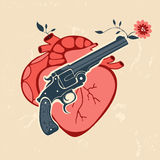 Retro stijlembleem met menselijke hart en revolver Royalty-vrije Stock Foto