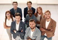Retro-stil En grupp av lyckat affärsfolk royaltyfri fotografi