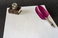Retro stil filtrerat fotoark av den retro pennan för papperspenna Fotografering för Bildbyråer