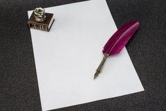 Retro stil filtrerat fotoark av den retro pennan för papperspenna Arkivfoto