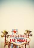 Retro stiliserad välkomnande till det Las Vegas tecknet Arkivfoto