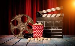 Retro stilleben för filmproduktiontillbehör royaltyfri fotografi