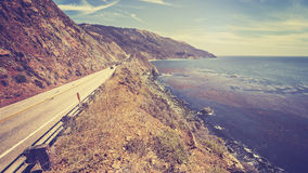 Retro strada principale scenica tonificata d'annata della costa del Pacifico, California immagini stock