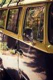 Retro strandbestelwagen Stock Afbeelding