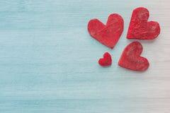 Retro stylizowani serca robić burak na drewnianym tle Obraz Royalty Free