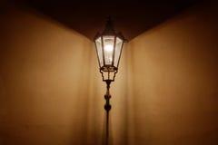 Retro stylowa latarniowa pouczająca ściana zdjęcia stock