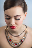 Retro stylowego kobieta portreta perfect twarz uzupełniał czerwone wargi Fotografia Royalty Free