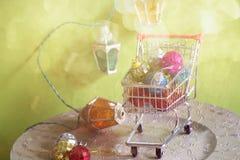 Retro stylowi bożonarodzeniowe światła i zabawki, retro stonowany Zdjęcia Stock