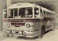 Retro stylowy autobus stonowany Fotografia Royalty Free