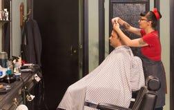 Retro Stylowy fryzjera męskiego sklep obrazy stock