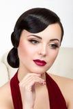 Retro stylowy portret brunetki kobieta Zdjęcie Royalty Free