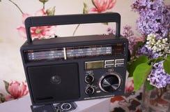 Retro stylu radio dla FM i JEST radiowym przyj?ciem Mo?e tak?e s?ucha? MP3 kartoteki Szczeg??y w g?r? i zdjęcie royalty free