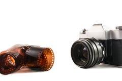 Retro svart kamera och film Arkivbild