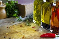 Retro- Tabelle im Küchenlebensmittel-Zusammenfassungshintergrund Lizenzfreies Stockbild
