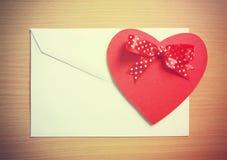 Retro, tarjeta de la tarjeta del día de San Valentín Foto de archivo libre de regalías