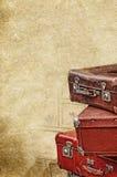 Retro- Taschen auf der alten Weinlese maserten Papierhintergrund Stockbilder