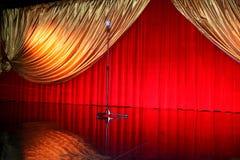 Retro teatro con il microfono Fotografia Stock