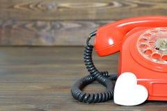 Retro telefon och hjärta Arkivfoto