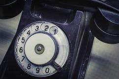 Retro telefon på tabellen Royaltyfria Bilder