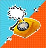 Retro telefono giallo di vettore nello stile comico con la bolla per testo illustrazione di stock
