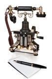 Retro telefono, penna e blocchetto per appunti - apparecchio telefonico dell'annata Fotografia Stock