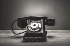 Retro telefono sulla tavola Fotografia Stock Libera da Diritti