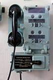 Retro telefoon communicatie apparaat aan boord van militair marineschip Stock Afbeelding