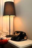 Retro telefoon en lamp Stock Foto's