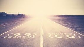 Retro tonad solnedgång för gammal film över Route 66, USA Royaltyfria Foton