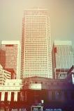 Retro tonade Canary Wharf skyskrapor Arkivbild
