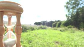 Retro träsandglass i solig naturbakgrund för sommar arkivfilmer