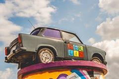 Retro Trabant in Berlijn Royalty-vrije Stock Afbeeldingen
