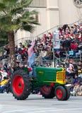 Retro Traktor in der Rose Bowl-Parade Lizenzfreies Stockfoto
