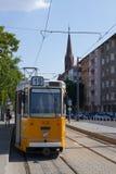 Retro tram a Budapest in Ungheria in un bello giorno di estate Immagini Stock