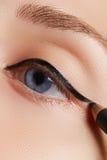 Retro trucco di stile Dettaglio quotidiano di trucco eyeliner Bei occhi immagini stock