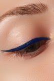 Retro trucco di stile Dettaglio quotidiano di trucco eyeliner Bei occhi fotografie stock libere da diritti