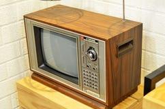 Retro TV met houten geval Royalty-vrije Stock Foto