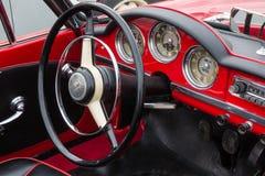 Retro Uitstekende Alpha- bestuurderszitplaats en dashboa van Romeo Giulietta Car Royalty-vrije Stock Afbeeldingen