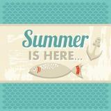 Retro uitstekende de zomeraffiche met overzees, anker en vissen Stock Afbeeldingen