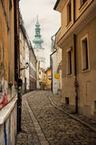 Retro ulica w Bratislava przy zmierzchem obraz stock