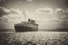 Retro ultimo viaggio di Queen Mary Immagine Stock