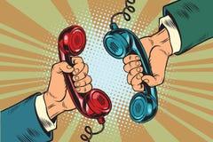 Retro um diálogo nos monofones do telefone dois Fotografia de Stock Royalty Free