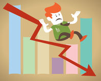 Retro- Unternehmenskerl fällt unten das Verkaufsdiagramm. Stockfoto